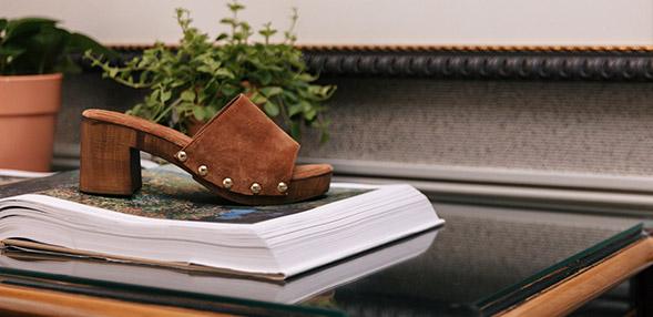 Nu pieds compensés à talon carré femme
